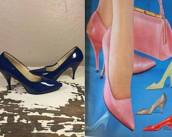 Shimmying Across His Path - Vintage 1950s 1960s Bold Dark Blue Vinyl Patent Leather Stilettos - 7