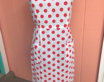 Vintage 1950s white and red polka dot cotton dress with pockets volup plus sundress daydress