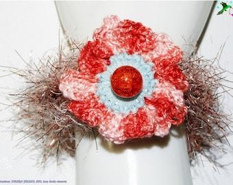Bracelet flower sparkling golden salmon, crocheted
