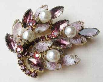 Vintage 50s D&E Juliana Pink Molded Glass Rhinestone Pearl Brooch Pin