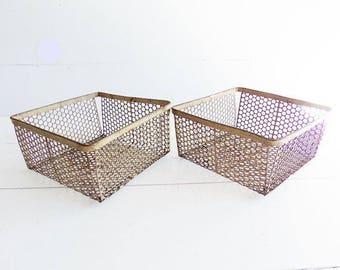 ONE Vintage Farmhouse Wire Basket, Rusty Wire  Basket
