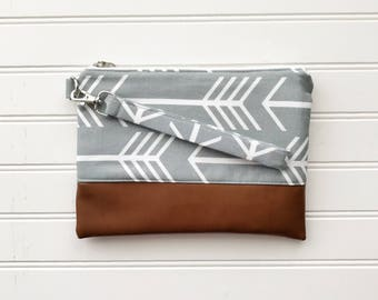 CLASSIC COLLECTION - Grey Arrow Mommy Clutch - Wallet Clutch - Small handbag - Black Wristlet - Wallet Clutch