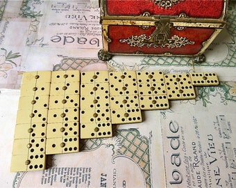 Vintage  Complete Boxed set of 28 Celluloid Dominoes with Brass Rivet