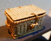 Miniature woven hamper for doll house