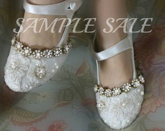 Gatsby Wedding Shoes Sample Sale . Ivory Lace Flapper Wedding Shoes.  US 9 1/2  . Flapper Bar Shoe . Mary Jane 1920s Style .