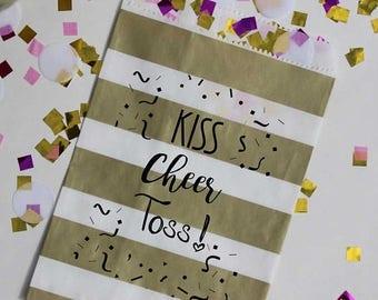 GLAMSALE Wedding Petal Toss Bag - Kiss Cheer Toss - Metallic Paper Favor Bags - 25 Bags