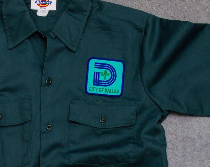 Green Dickies City of Dallas Men's Shirt Vintage Size Medium Button Down Short Sleeve Uniform Top Hipster Work Wear Street Style Mens 7W