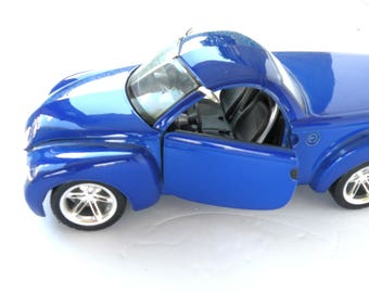 CHEVROLET SSR Scale 128 Diecast Maisto Special Edition Concept Truck Electric Blue