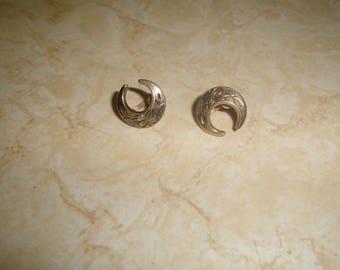 vintage screw back earrings etched flowers moon goldtone