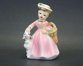 Vintage Pretty Lady walking Poodle Figurine (E8545)