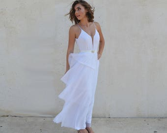 backless romantic wedding dress with four layers of skirt, alternative wedding dress, boho wedding dress, simple wedding dress