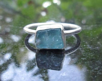 Blue Apatite Ring, Size 8,Raw Stone Ring, Raw Blue Crystal Ring,Rough Blue Stone Ring ,Aqua Blue Green Stone Silver Ring, Blue Gemstone Ring