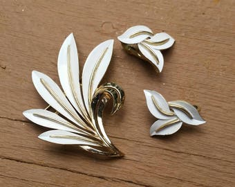 Vintage Trafari White Enamel and Goldtone Floral Brooch and Clip Earrings