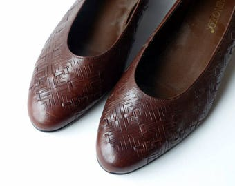 Vintage Woven Leather Slip Ons Flats Low Heels Womens Shoes Brown Cut Out Kitten Heel Skimmers  Womens / 90s Shoes / Sz 8 UK 6 Euro 38 39