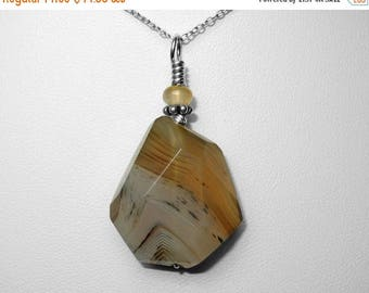 Montana Agate Pendant in Silver, 25 x 23 mm