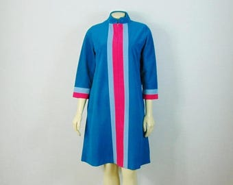 SALE Vintage Robe 60s Mod Vanity Fair Short Robe Turquoise & Hot Pink Striped Fall / Winter Housecoat Nightgown Robe Size 10 Modern S - M