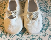 Christening / Baptism  shoes  matching Bonnet set  white lace pearls 0/3 months 3/6  6/12 free shipping