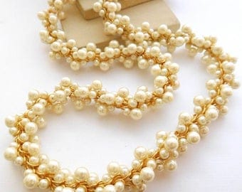 Vintage Chunky White Glass Pearl Bead Cluster Gold Tone Long Vine Necklace F1
