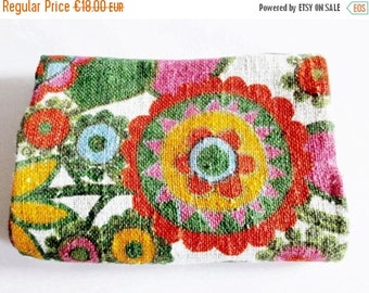 SUMMER SALE - Lovely Vintage Rustic / Retro Blended Colourful Flower Fabric for sewing, Sewing Supply Yardage Restpiece