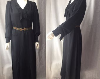 Volup early 30s crepe evening gown