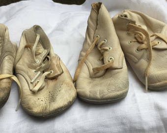 lot of 2 pairs 1950s baby shoes for dolls or decoration