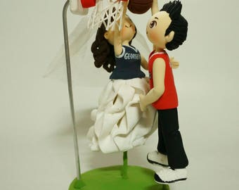 Basketball players wedding cake topper clay doll,Groom dunk basketball to basket bride defense clay miniature,ring holder clay figurine