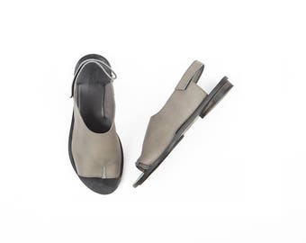 Half Tabi Opened Toe Sandals in Grey, Sling back flats in gray