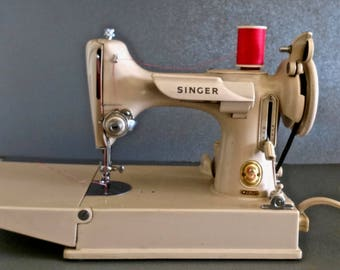 Singer Tan Featherweight in Excellent Condition