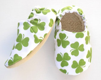 Saint Patrick's Day Baby Shoes, Clover Booties, Baby Soft Shoes, Slip On Baby Shoes, Green Clovers, Baby Gift, Available in 3 Sizes