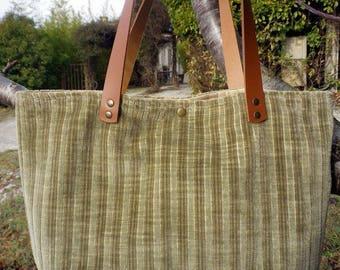 Cabas où sac en velours et lin doré.