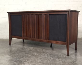 Sylvania Mid-Century Modern Stereo Console Radio / Record Player ~ Great TV Stand ~ Shipping NOT Included
