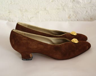 Vintage Ferragamo Brown Suede Pumps / 1980s Salvatore Ferragamo High Heels / 80s Gold Button Pumps /  Fancy Italian  Heels 8N
