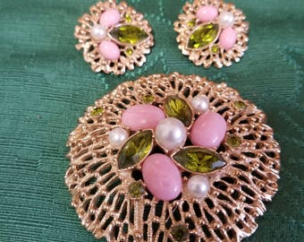 Lovely signed Sarah Coventry brooch and matching clip on earrings set