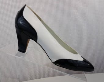 Liz Claiborn Black White Leather - Patent Leather Spectator Pumps Career Heels made in Spain Heels Women's 8 W excellent vintage condition