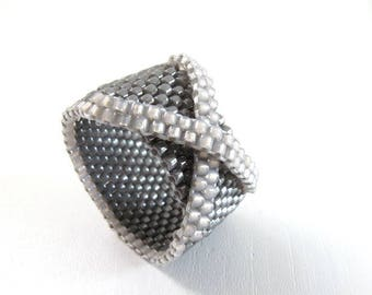 Ring with knot/cross in shades of gray