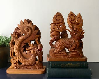 vintage carved wood Foo Dog bookends  intricate detailing ornate chinoiserie