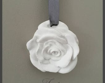 Hanging pink pottery has a Ribbon gray dimension 8 cm