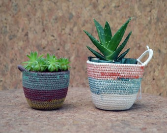 Small Color-Blocked Coiled Rope Planter Basket