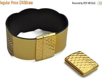 ON SALE 30MM Magnetic Hammered Clasp - Gold - Qty. 1
