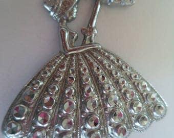 Vintage Unsigned Silvertone Staybrite Crinoline Lady Brooch/Pin  Lightweight