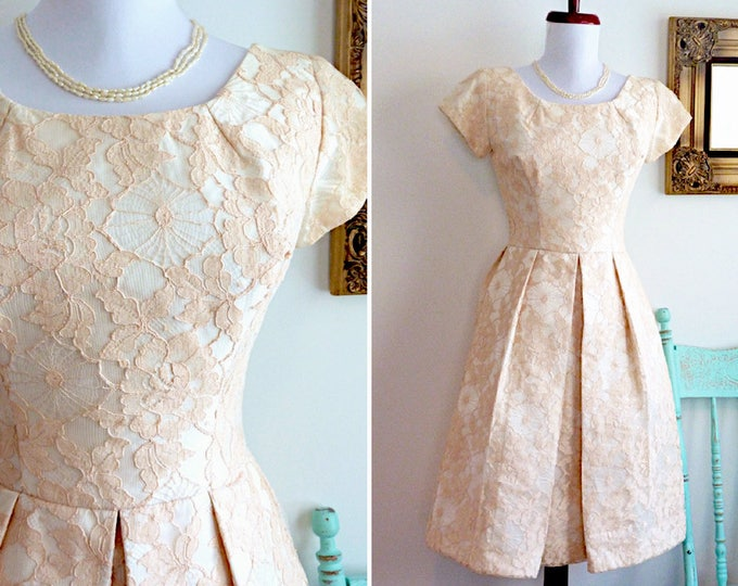 Blush lace short sleeves pouf dress with pleats