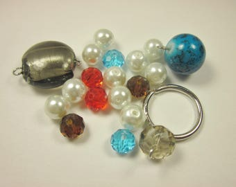 19 assorted 4-20 mm (E17) glass beads