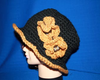 Hat in mustard and black rim with crocheted flowers