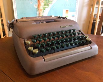 Wonderful Vintage 1960s Smith Corona Clipper Typewriter - Working Condition with New Ribbon