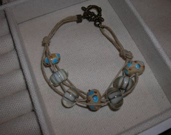 bracelet; tan, light blue lampwork beads; hemp