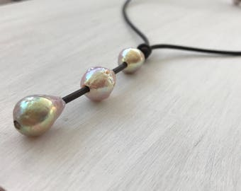 Pearl leather necklace, gift for her, gift for women, gift under 50, freshwater pearl necklace, bridal jewelry