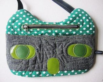 Green cotton cat bag has white weight