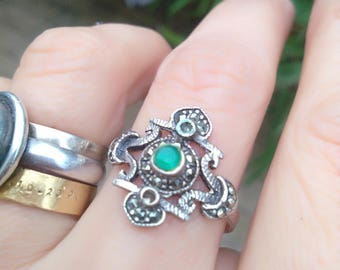 French vintage sterling silver ring size 9 hand made ring art deco silver ring green emerald black gemstone  marcasite engraved large ring