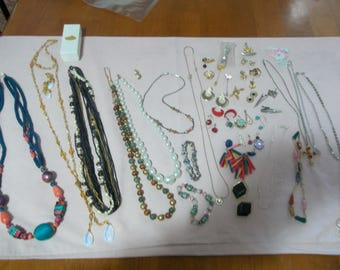 Assorted lot of vintage jewelry
