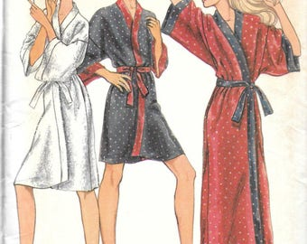 VINTAGE Vogue Pattern 8888 ROBE Misses Size SMALL 8-10